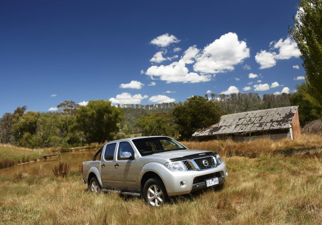 nissan navara st x 550 first drive review practical motoring. Black Bedroom Furniture Sets. Home Design Ideas