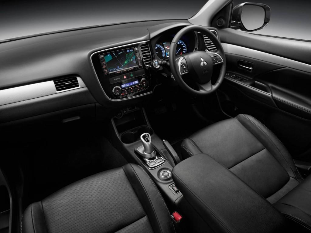 2014 mitsubishi outlander phev review practical motoring - Mitsubishi outlander 2014 interior ...