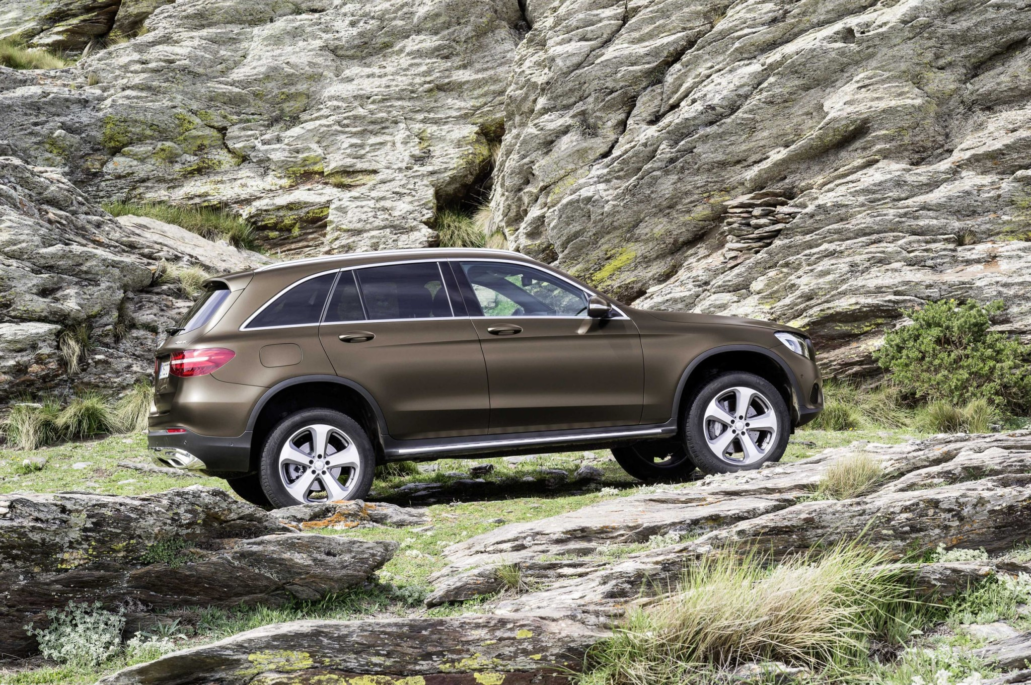 2016 mercedes benz glc revealed with off road technology practical motoring. Black Bedroom Furniture Sets. Home Design Ideas