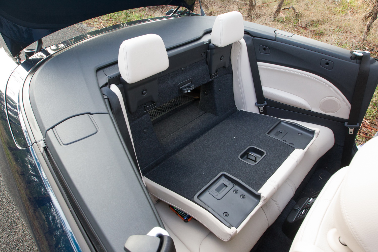 2015 hyundai sonata do the seats fold down autos post. Black Bedroom Furniture Sets. Home Design Ideas