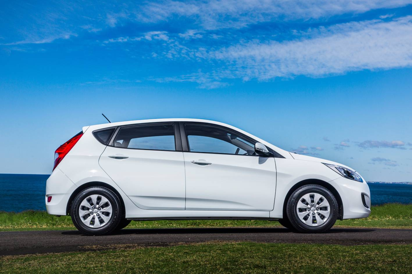 refreshed 2015 hyundai accent replaces i20 practical motoring. Black Bedroom Furniture Sets. Home Design Ideas