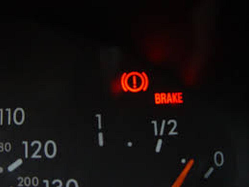 uk motorists unable to identify brake warning light